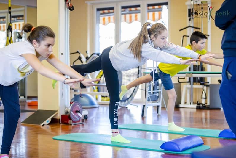fisiokinetik-centro-fisioterapico-biella-corso-di-ginnastica-correttiva-bambini-e-ragazzi